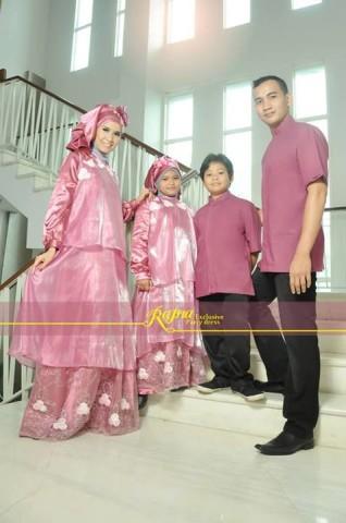 sarimbit ayah ibu dan anak Pusat-Gamis-Terbaru-Sarimbit-Rajna-12-Dusty-Pink