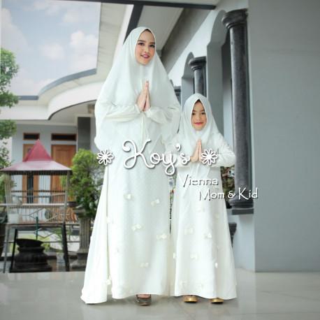 Vienna Couple White